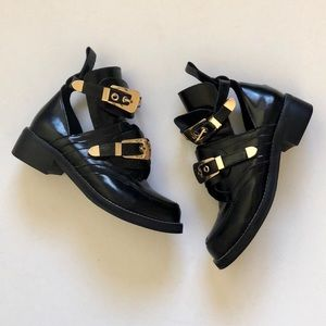 Edgy cut out ankle boots